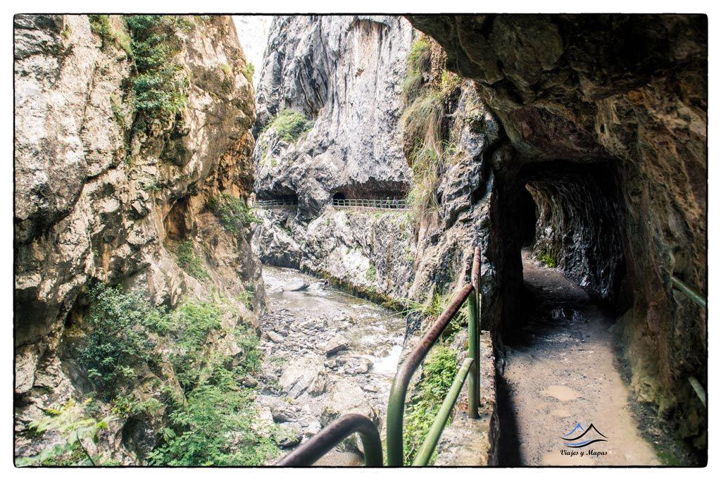 cuevas-y-cascadas